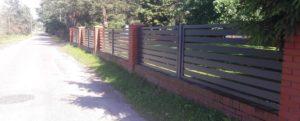 Nowoczesne i lekkie ogrodzenie aluminiowe. Malowane proszkowo, odporne na korozję.